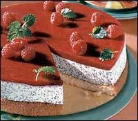Tvarohový dort s mákem a jahodovou polevou